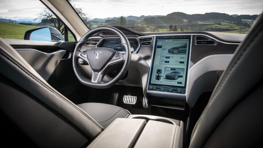 L'auto connessa a guida autonoma - Benefici e rischi