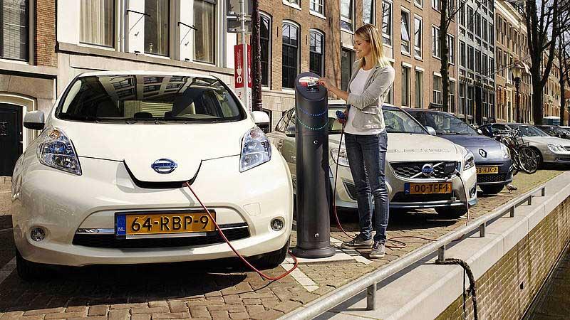 Vetture elettriche - il futuro arriva ed è dietro l'angolo