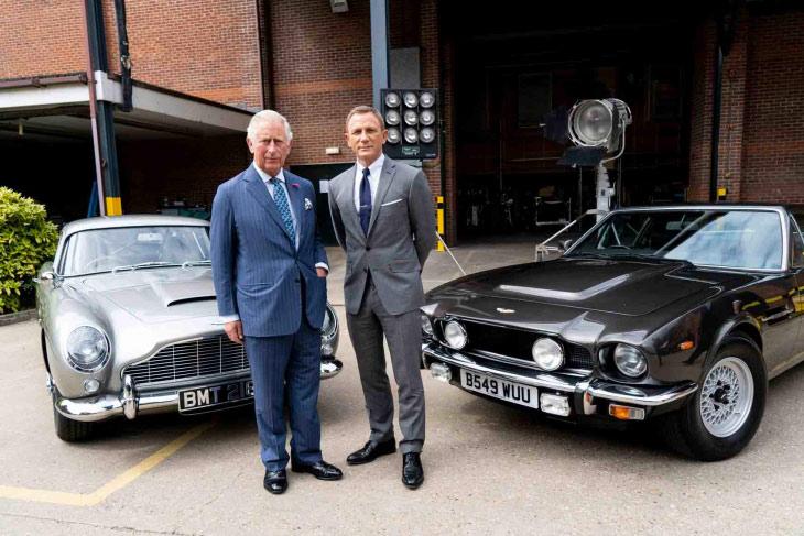 Aston Martin DB5 e Aston Martin V8 con Daniel Crieg ed il Principe Carlo