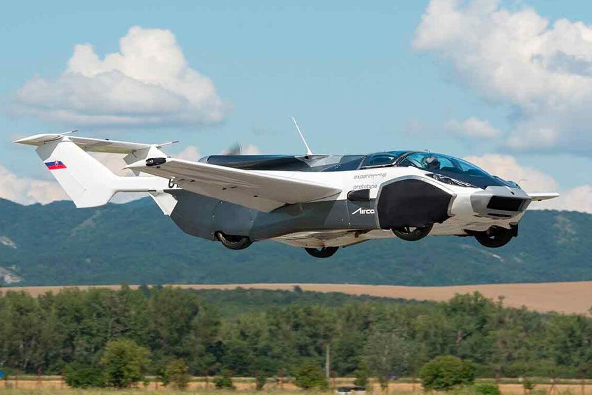 Aircar V5 in volo