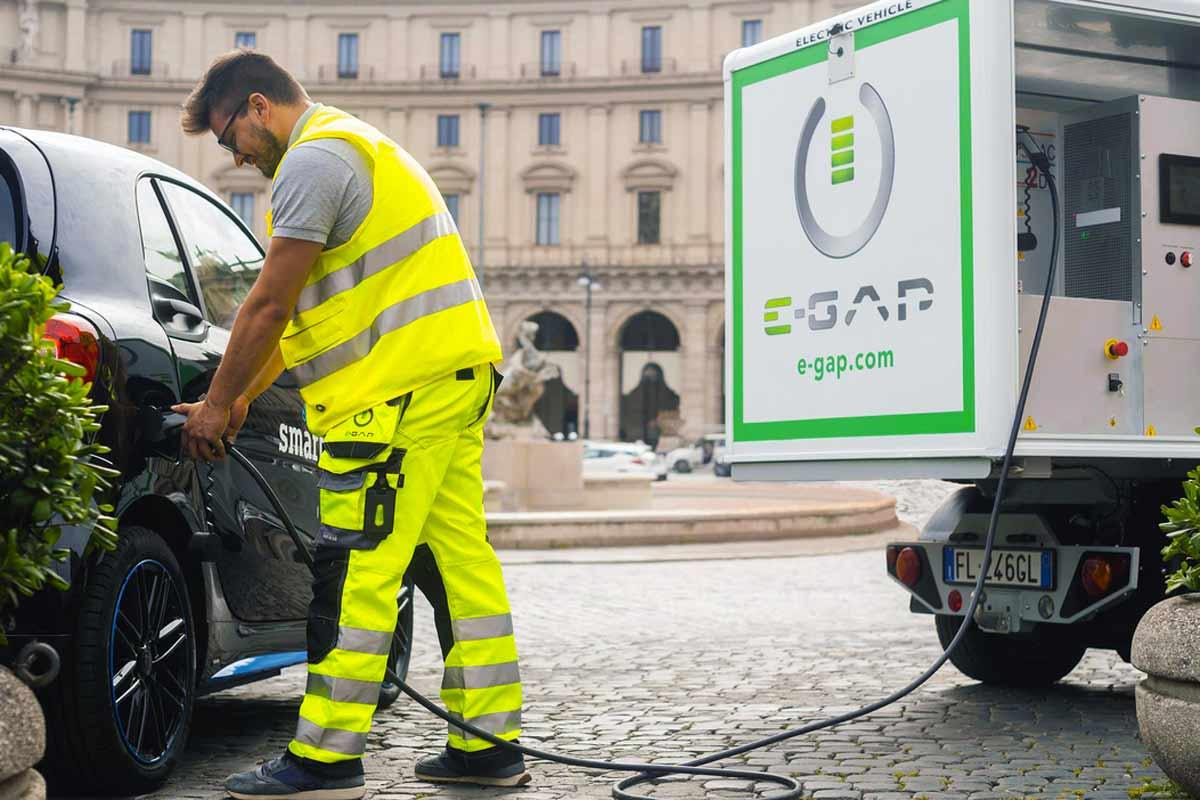 Con-E-GAP-prenota-la-tua-ricarica-ovuque-nei-comuni-di-Milano-e-Roma--