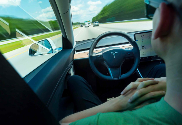 Guida autonoma Tesla Model 3