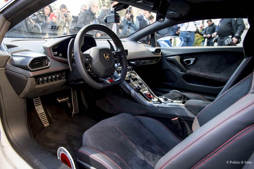 Interni Lamborghini Huracán della Polizia