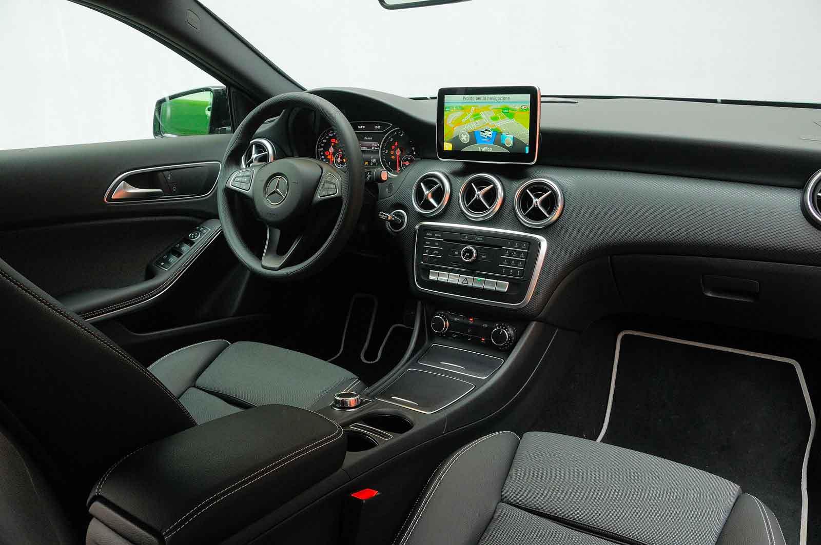 Interni Mercedes senza leva cambio