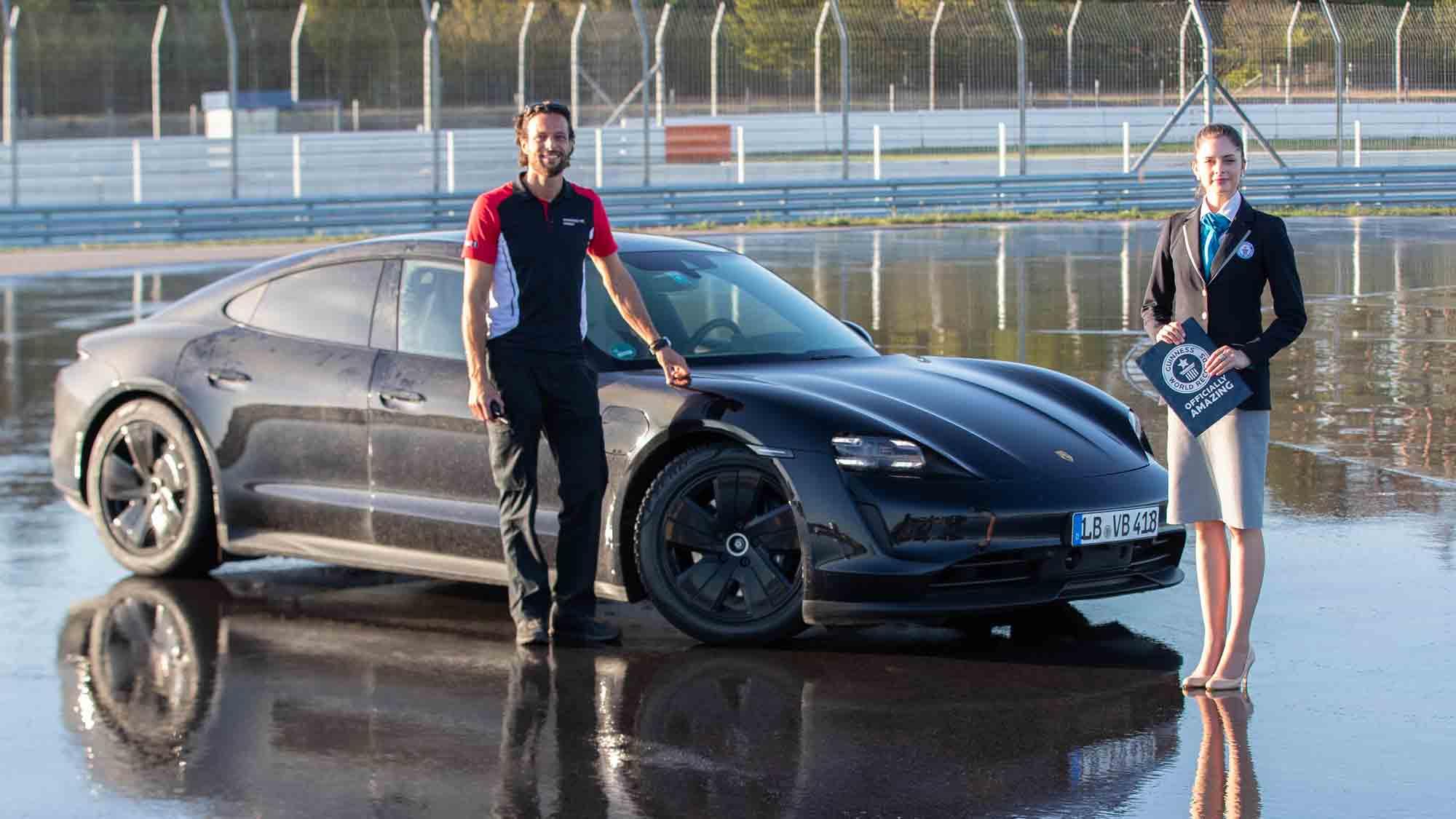 Pilota Porsche Taycan Dennis Retera