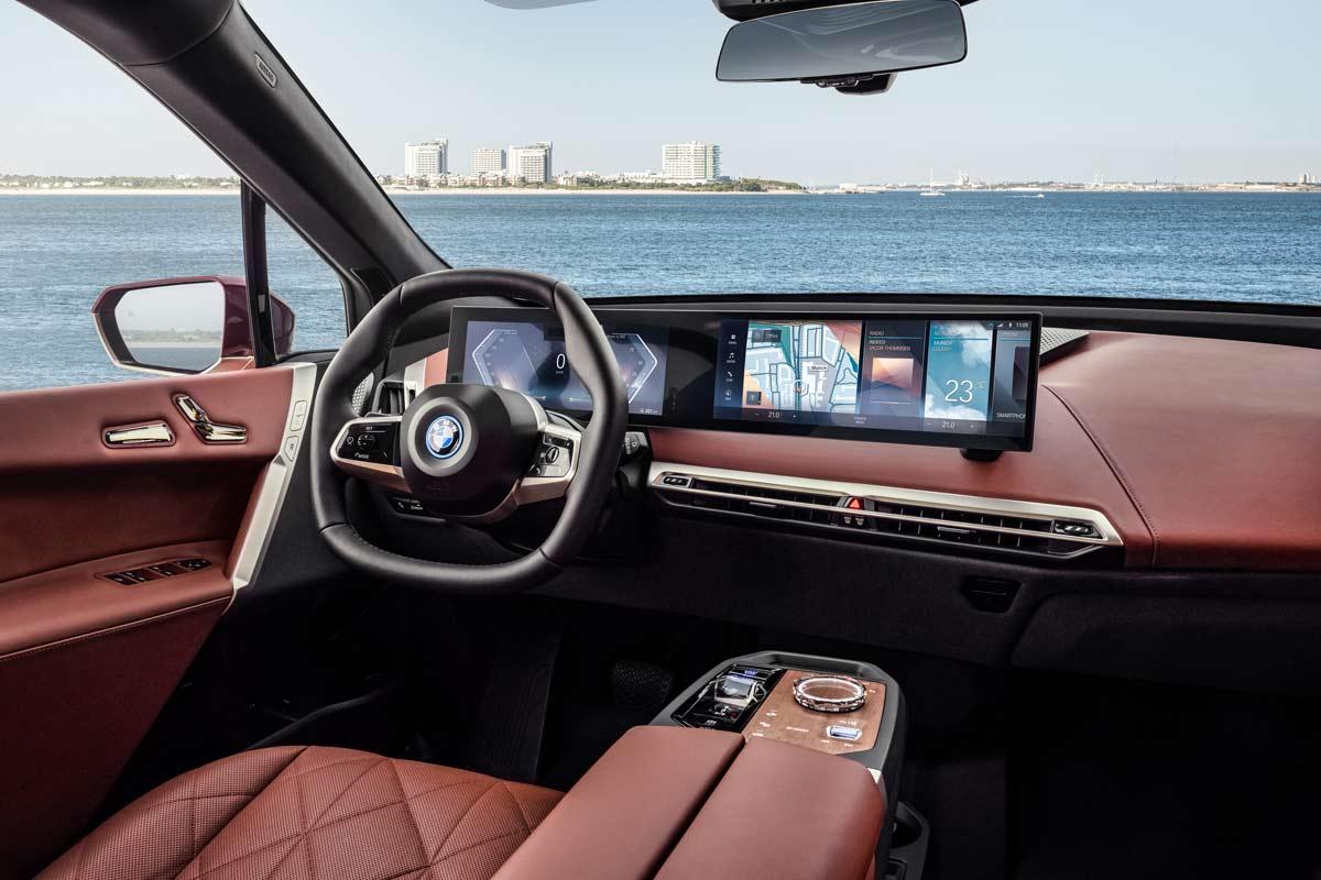 Plancia BMW iX con iDrive