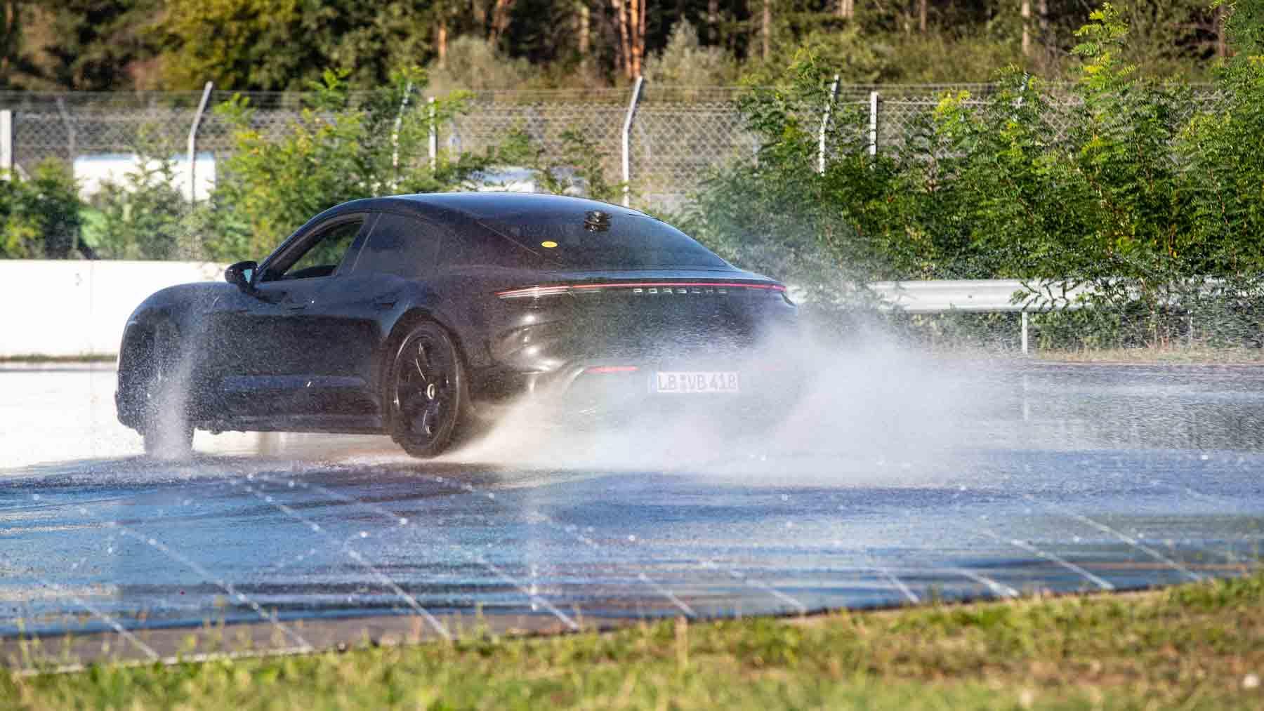 Porsche Taycan durante il record