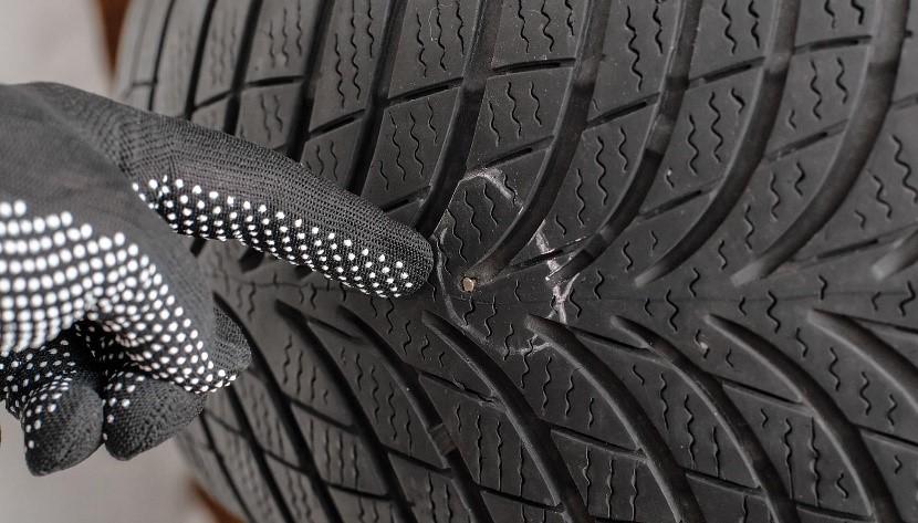 Foratura pneumatico con chiodo